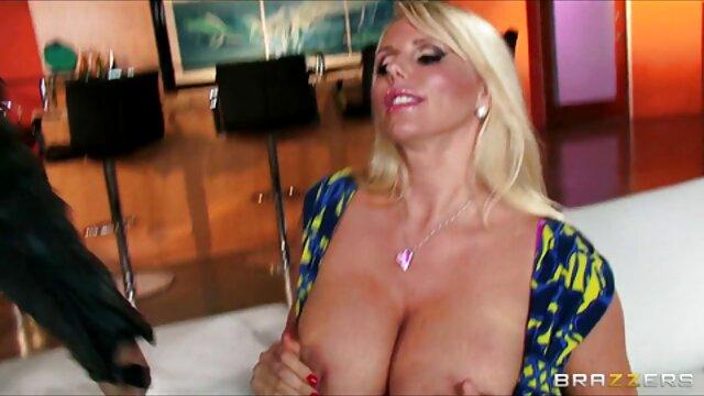 STP1 Un mari cocu filme sa femme en train de se faire jeux porno payant sodomiser et faciale!