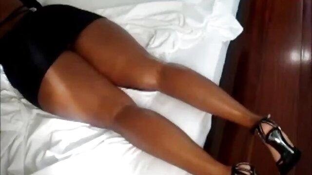 Horny jeux de porno en ligne gratuit fille orgasmes et doigté son cul sur cam