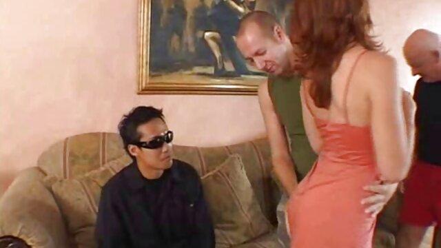 Attaché par ses mains brune poussin jeux sex porno gratuit obtenir sa chatte humide hamme