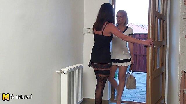 La blonde Lola Myluv prend son temps en se frottant la chatte sex jeux gratuits