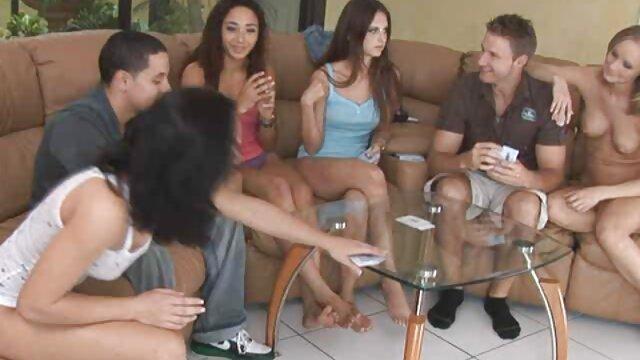 Plantureuse brune en jeux porno pour mobile lingerie se fait défoncer