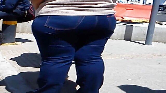 Regarde comme mon pantalon de yoga jeux sexe gay gratuit serre ma chatte JOI